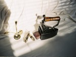 英国古董:糖筛、口哨、铁熨斗